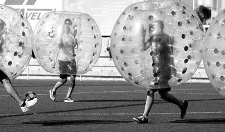 Bubble Soccer Marina Alta, deporte y risas con el fútbol burbuja