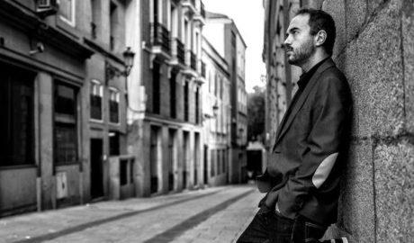 Moisés P. Sánchez, el pianista liminal en L'Esperança Coronada