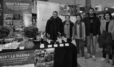 El Mercat de Dénia muestra la riqueza de los vinos dulces y la repostería de Navidad elaborados en la comarca