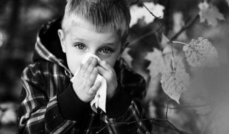 El osteópata ayuda al niño siempre constipado y con mocos