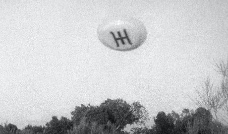 Letras en los bolsillos (XXII): De platillos volantes en Aluche y extraterrestres que se comunican por carta