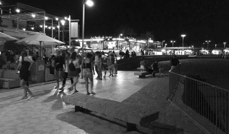 El Síndic exige de nuevo a Xàbia declarar ZAS el puntal sur de l'Arenal y cerrar los bares sin licencias