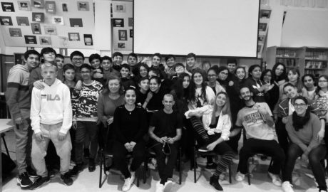 El IES Maria Ibars combate el acoso escolar con la obra 'No + bullying'