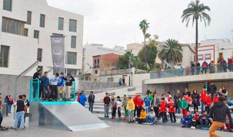 La superpoblació en el Skatepark de Xàbia dificulta la pràctica d'aquest esport