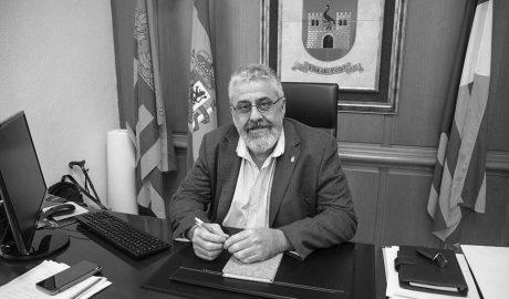 """Enrique Moll (PSPV), alcalde de Pego: """"Sólo estudiaríamos ceder agua a la comarca si es para beber, y no para piscinas y jardines"""""""