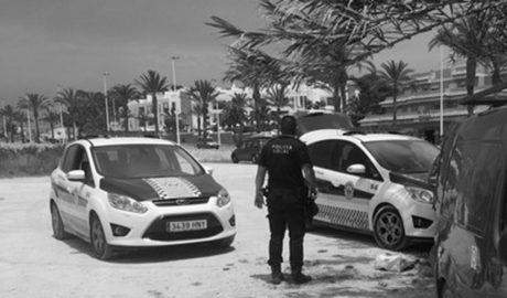 Policía y Protección Civil recorren este fin de semana las calles de Teulada-Moraira para animar a los más pequeños