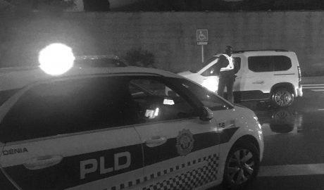 Multado en Dénia por esquivar un control policial y decir luego que venía de comer de casa de su madre