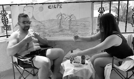 Los turistas que no han viajado: una familia 'reproduce' Calp en su casa de Albacete