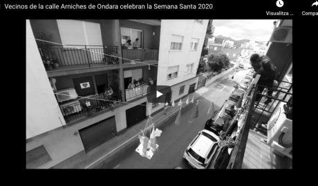 [VÍDEO] Vecinos de Ondara organizan una procesión con imágenes de cartón de un balcón a otro