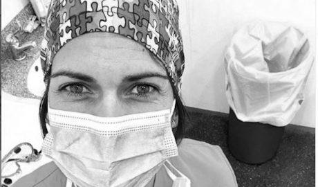 El testimonio de una enfermera del Hospital de Dénia: «Si tenéis algún familiar ingresado sabed que nunca estará solo»