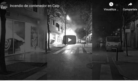 [VÍDEO] Espectacular incendio de un contenedor en Calp en plena época de confinamiento